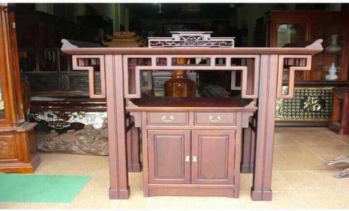 Mẫu án gian, bàn thờ